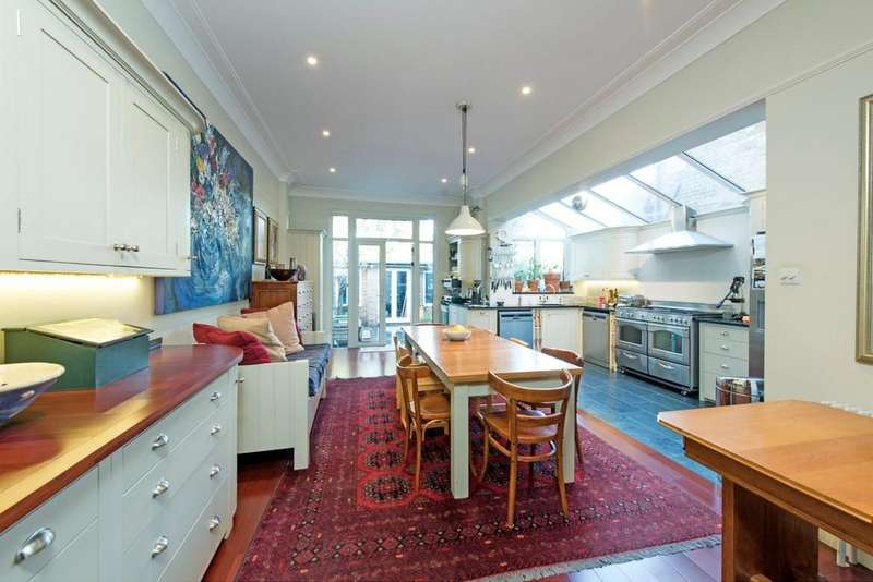 5 Bedrooms Terraced House for sale in Earlsfield Road, London