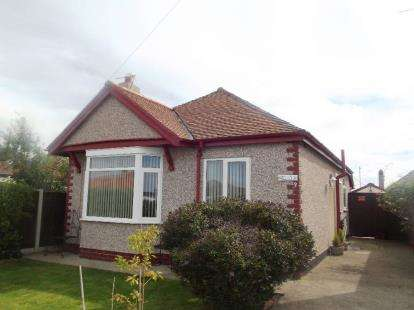 2 Bedrooms Bungalow for sale in West Close, Prestatyn, Denbighshire, LL19