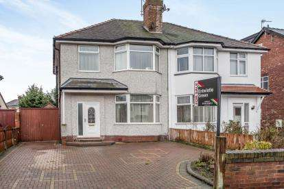3 Bedrooms Semi Detached House for sale in North Road, Southport, Merseyside, PR9