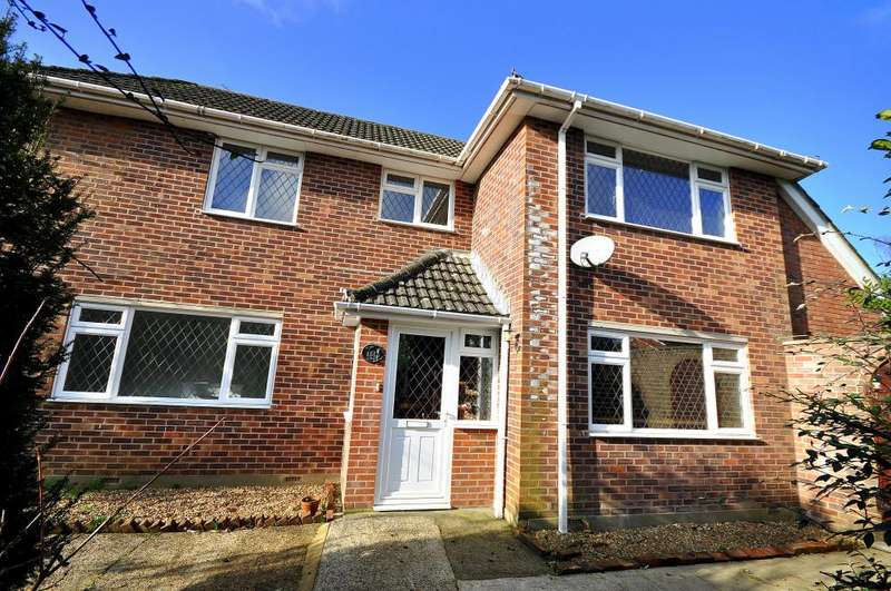 3 Bedrooms Detached House for sale in Northfield Road, Ringwood, BH24 1SS