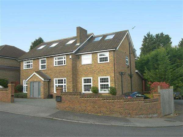 6 Bedrooms Detached House for sale in Greenacre Close, Barnet