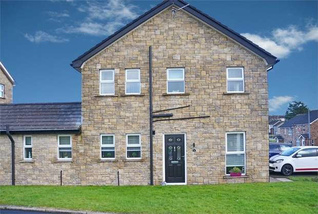4 Bedrooms Semi Detached House for sale in Blackthorn Green, Larne, County Antrim