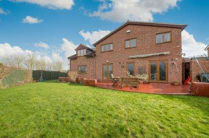 6 Bedrooms Detached House for sale in St. Crispins Way, Raunds, Wellingborough, Northamptonshire