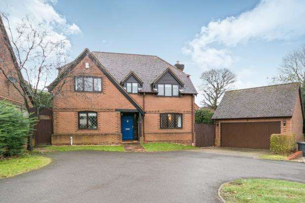 4 Bedrooms Detached House for sale in Pamber Heath, Tadley, Hampshire