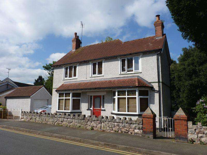 3 Bedrooms Detached House for sale in Cliff Road, Colwyn Bay