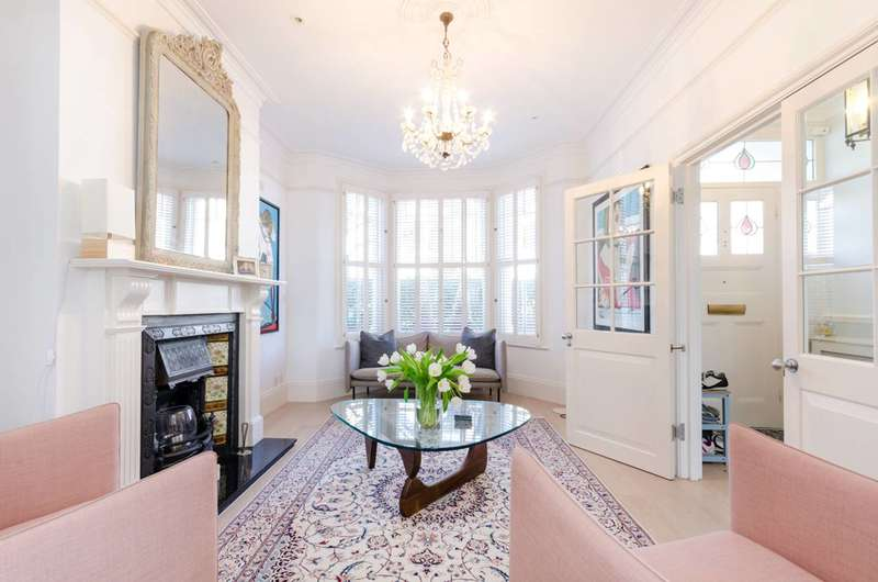 5 Bedrooms Terraced House for sale in Pulborough Road, Southfields, SW18