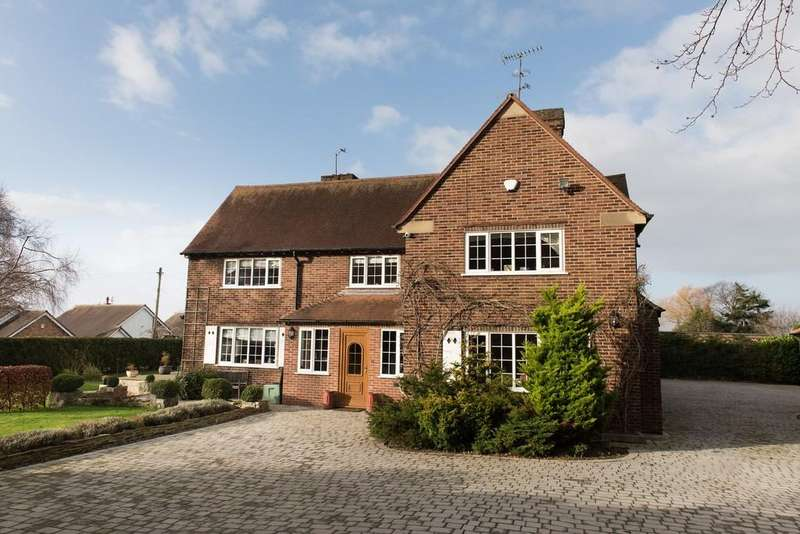 5 Bedrooms Detached House for sale in Fforddlas, Prestatyn