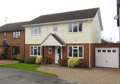 4 Bedrooms Detached House for sale in Thundersley, Benfleet, Essex
