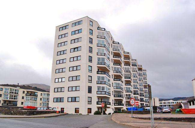 2 Bedrooms Apartment Flat for sale in Kings Court, Ramsey, IM8 1LJ