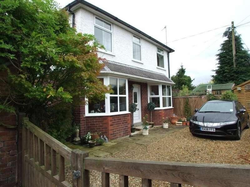 3 Bedrooms Detached House for sale in Craig Road, Llandrindod Wells, Powys