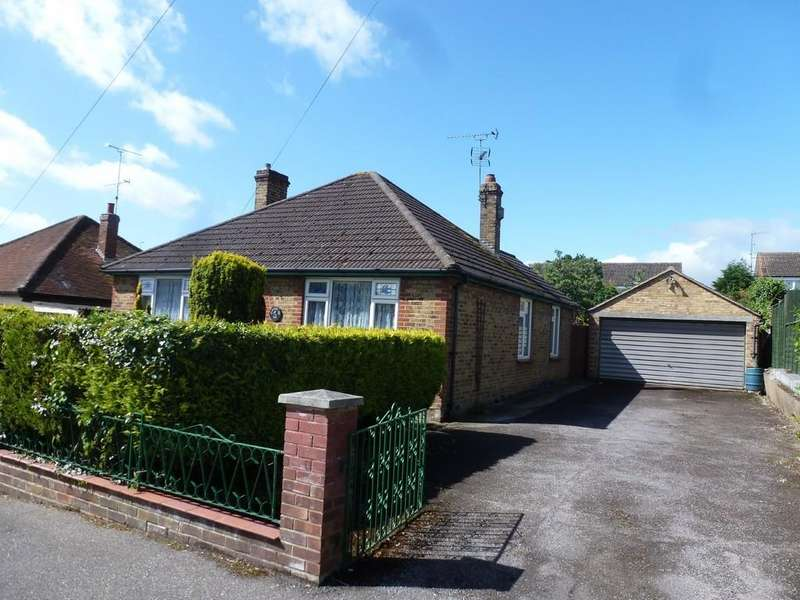 3 Bedrooms Detached Bungalow for sale in St Peters Avenue, Maldon