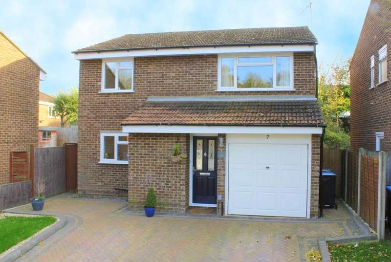 4 Bedrooms Detached House for sale in 4 DOUBLE BED DETACHED, REFITTED KITCHEN and SHOWER ROOM with GARAGE and NO UPPER CHAIN.