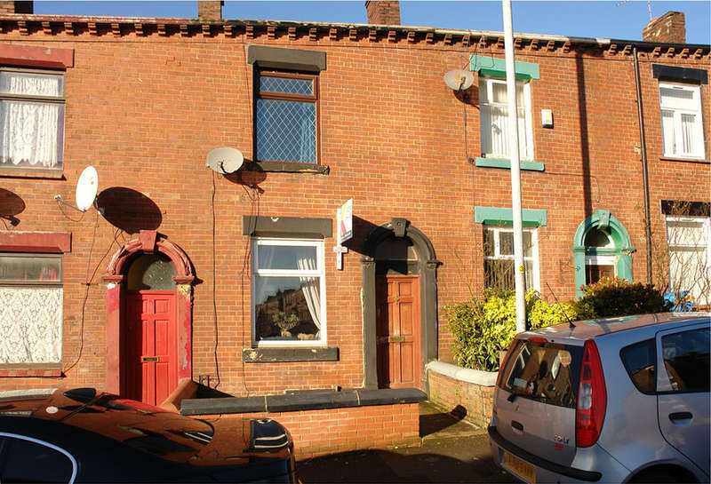 2 Bedrooms Terraced House for sale in Balfour Street, Clarksfield Oldham
