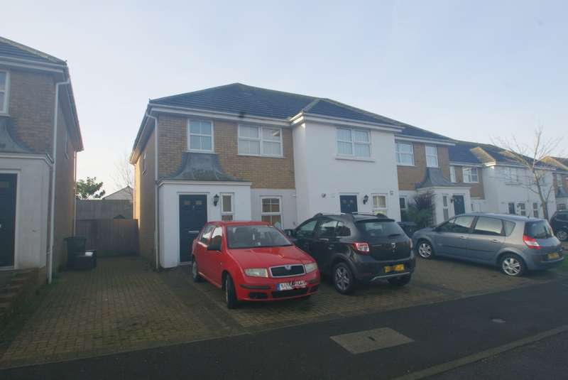 3 Bedrooms Semi Detached House for sale in Goodwin Close, Deal, CT14