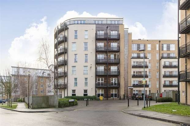 1 Bedroom Flat for sale in Langtry Court, Lanadron Close, Isleworth, Middlesex