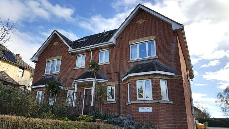 2 Bedrooms Flat for sale in Albert Road, Parkstone, Poole