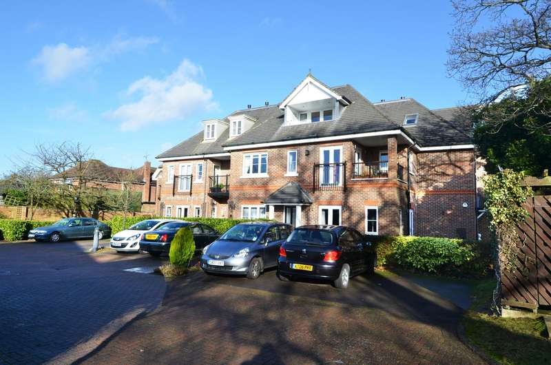 2 Bedrooms Flat for sale in Fernlea Gardens, Straight Bit, Flackwell Heath, HP10