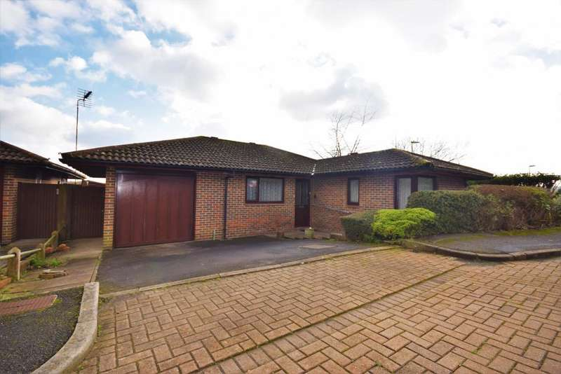 3 Bedrooms Bungalow for sale in Lychpit, Basingstoke, RG24