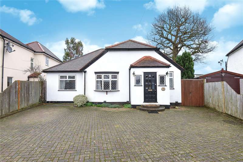 4 Bedrooms Detached Bungalow for sale in Chiltern Close, Bushey Road, Ickenham, UB10