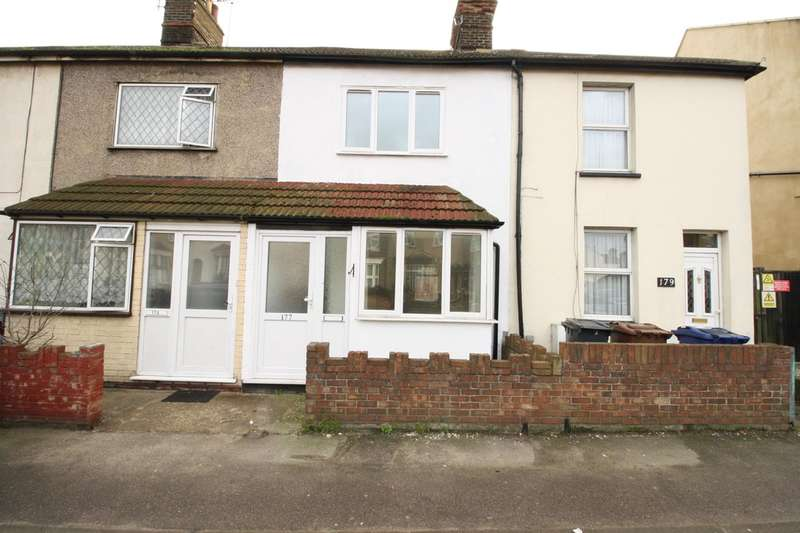 3 Bedrooms Terraced House for sale in London Road, Grays