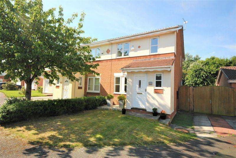 3 Bedrooms Semi Detached House for sale in Earlswood Close, Moreton