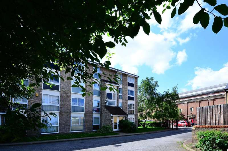 2 Bedrooms Flat for sale in Aylesbury Close, Stratford, E7