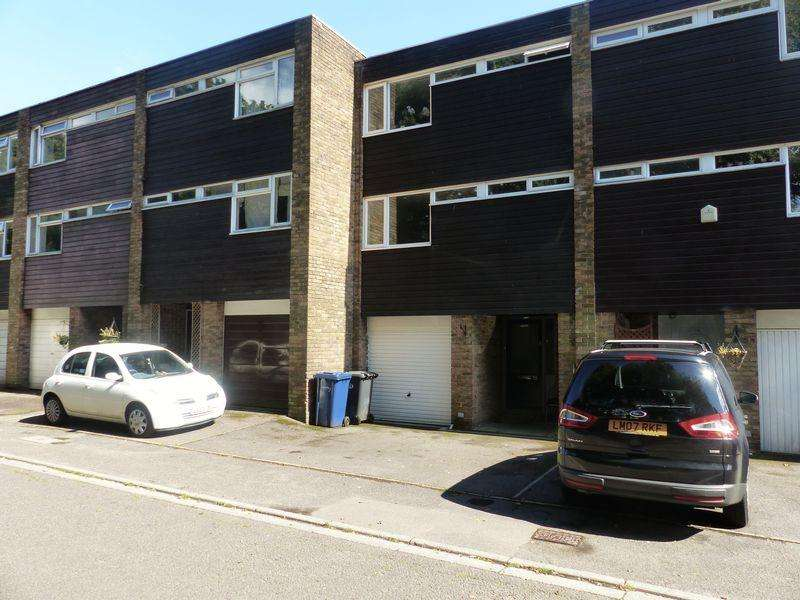 4 Bedrooms Terraced House for sale in Taylors Crescent, Cranleigh