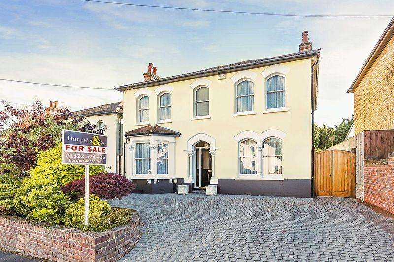 5 Bedrooms Detached House for sale in Knoll Road, Bexley