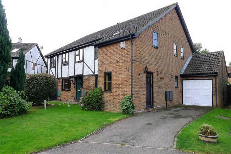 3 Bedrooms Semi Detached House for sale in Shepherds Gate, Hempstead