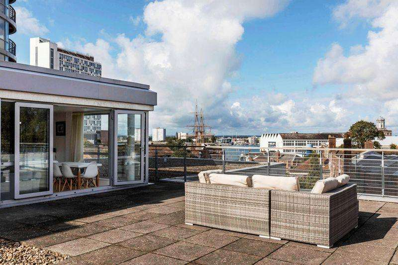 2 Bedrooms Penthouse Flat for sale in Admiralty Quarter, Portsmouth