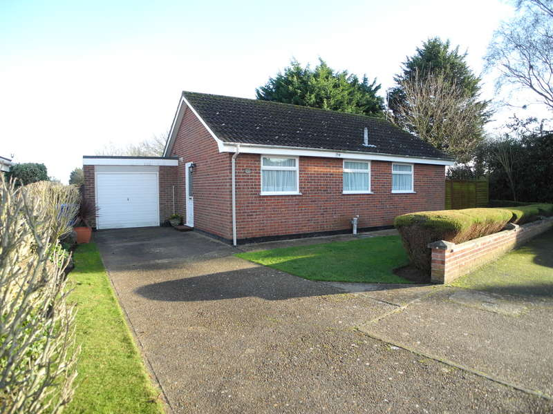2 Bedrooms Detached Bungalow for sale in Meadow Gardens, Beccles