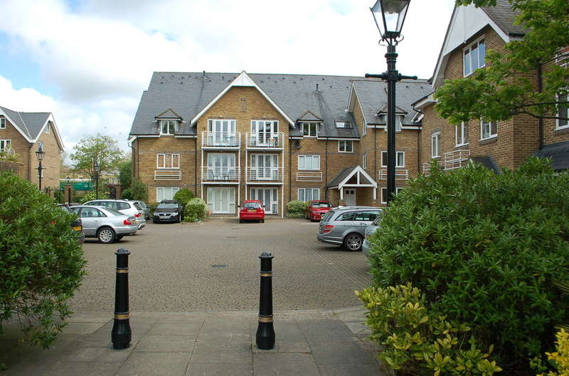 3 Bedrooms Flat for sale in Hampton