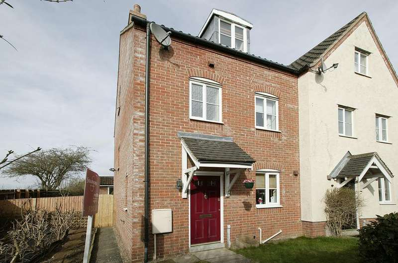 3 Bedrooms Town House for sale in Weatherby Road, Norwich