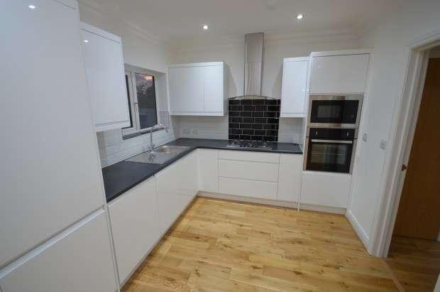 4 Bedrooms Terraced House for rent in Stradbroke Grove, Clayhall, IG5