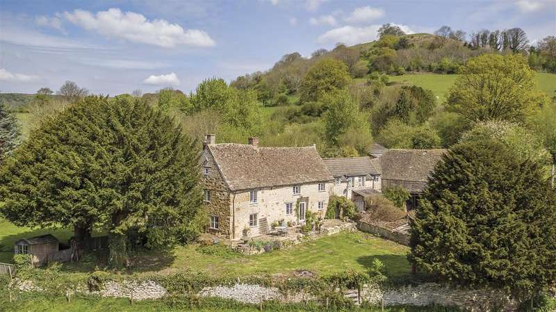 4 Bedrooms Country House Character Property for sale in Uley Road, Dursley