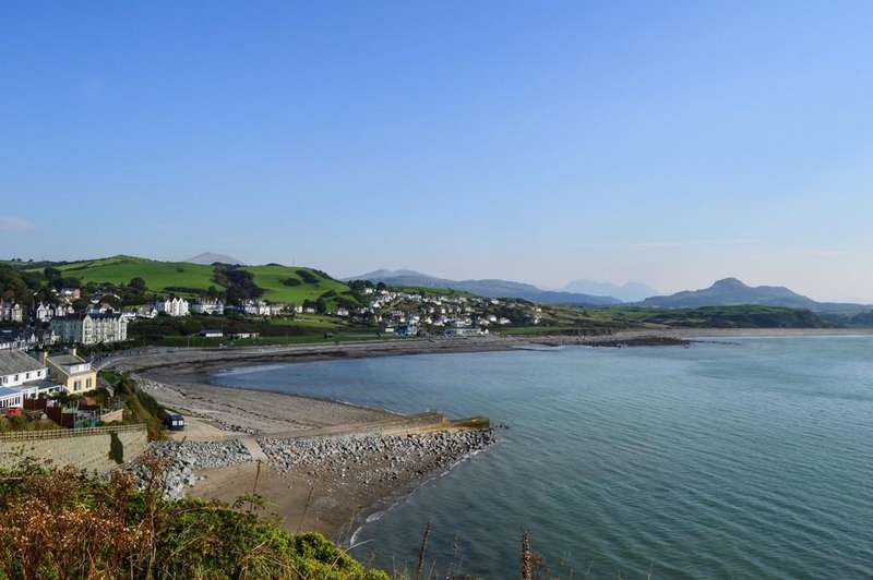 5 Bedrooms Terraced House for sale in Cambrian Terrace, Criccieth, North Wales