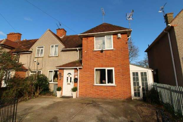 3 Bedrooms Semi Detached House for sale in Sycamore Road, Reading