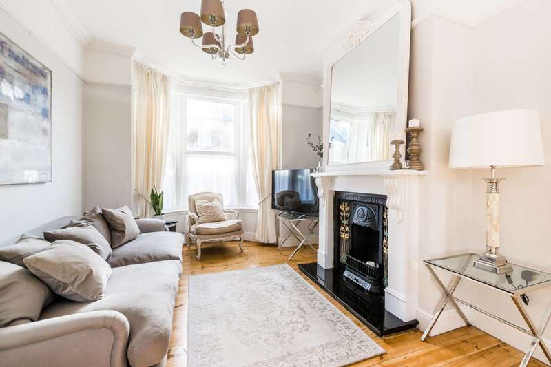 3 Bedrooms Terraced House for sale in Mitcham Road, East Ham, E6