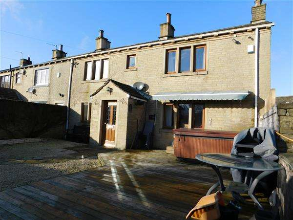 4 Bedrooms Cottage House for sale in Croft House Road, Bradford