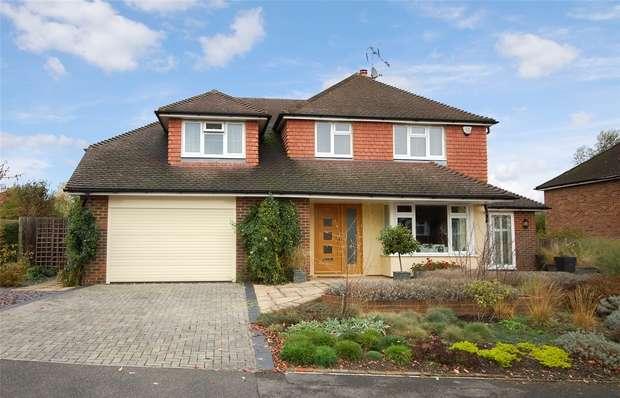 4 Bedrooms Detached House for sale in Farnham, Surrey