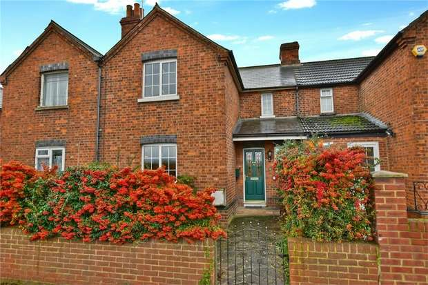 3 Bedrooms Terraced House for sale in 2 Chequers Bridge Cottages, Market Lane, Iver, Berkshire