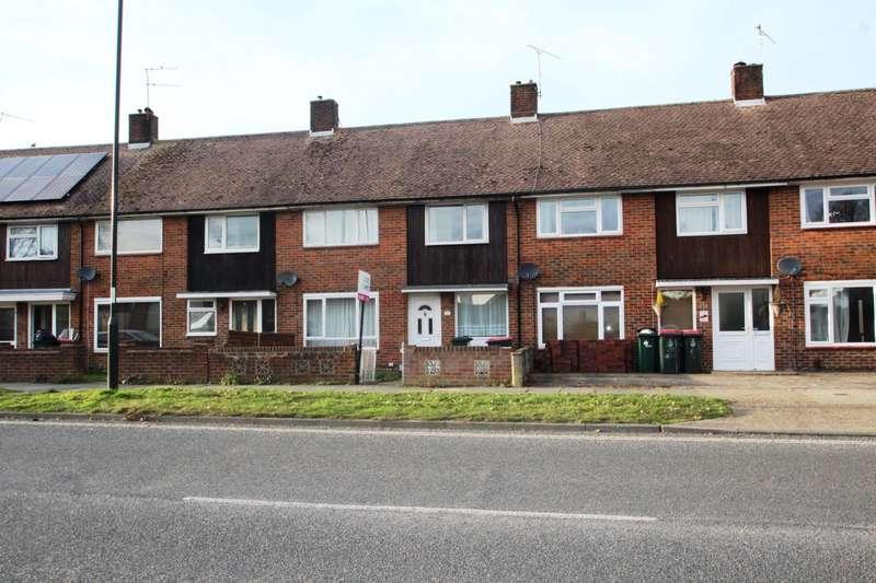 3 Bedrooms Terraced House for rent in Gossops Drive, Gossops Green, Crawley