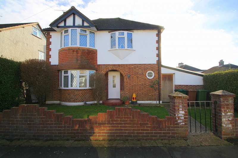 3 Bedrooms Detached House for sale in Wolsey Road, Ashford, TW15