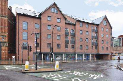 3 Bedrooms Flat for sale in City Wharf, 1 Nursery Street, Sheffield, South Yorkshire