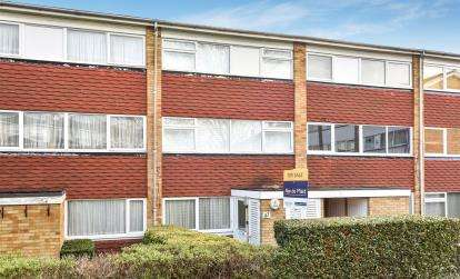 2 Bedrooms Maisonette Flat for sale in Place Farm Avenue, Orpington