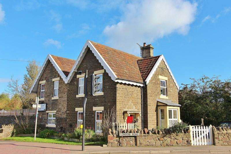 5 Bedrooms Detached House for sale in London Road, Warmley, Bristol