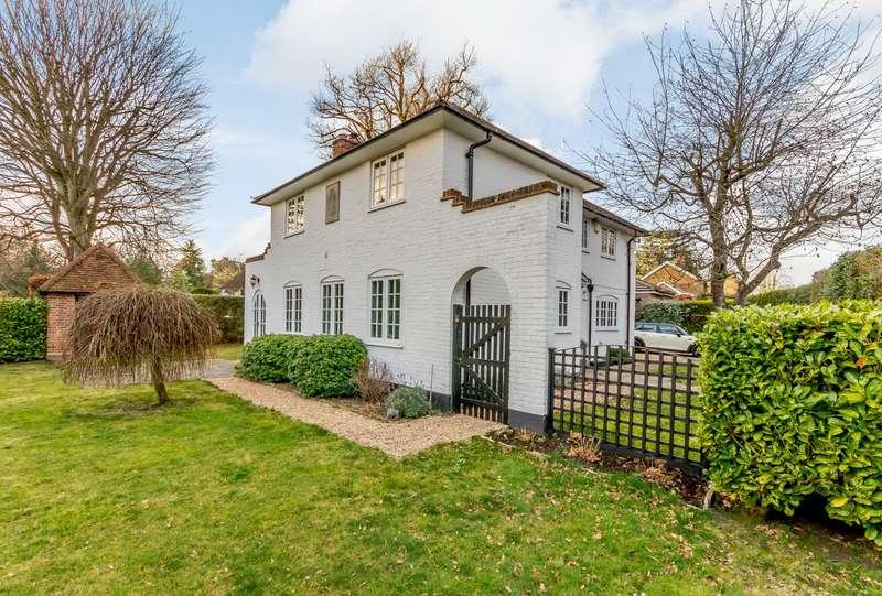 3 Bedrooms Detached House for rent in West Byfleet