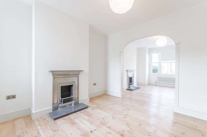 3 Bedrooms Terraced House for sale in Aveling Park Road, Lloyd Park, E17