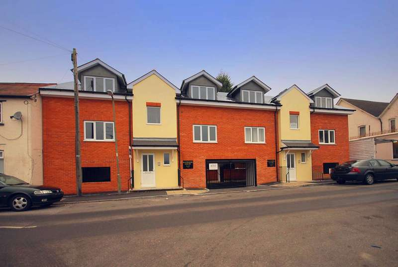 1 Bedroom Flat for sale in Raywood Court, Stoughton, GU2