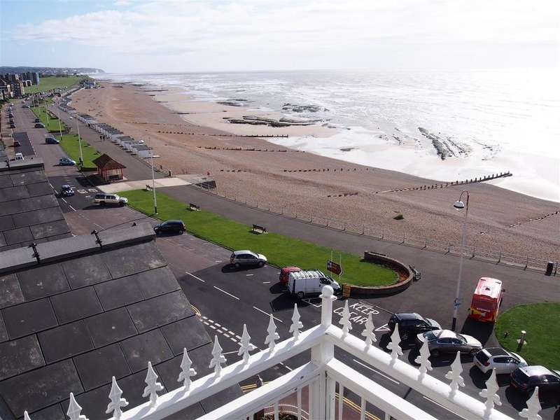 1 Bedroom Flat for sale in De La Warr Parade, Bexhill-On-Sea
